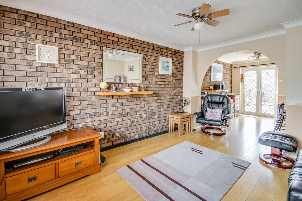 2 Bedrooms Terraced House for sale in Mile Oak