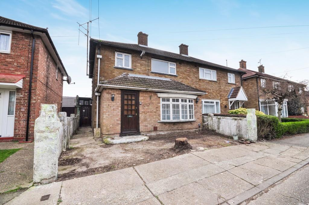 3 Bedrooms Semi Detached House for sale in Laburnum Grove, Colchester