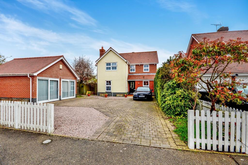 4 Bedrooms Detached House for sale in Edward Marke Drive, Langenhoe