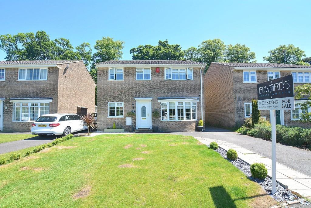 4 Bedrooms Detached House for sale in Mountjoy Close, WIMBORNE