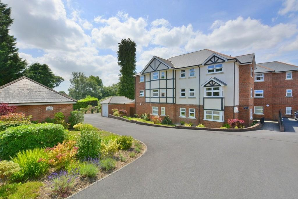 2 Bedrooms Apartment Flat for sale in Dewlands Way, Verwood