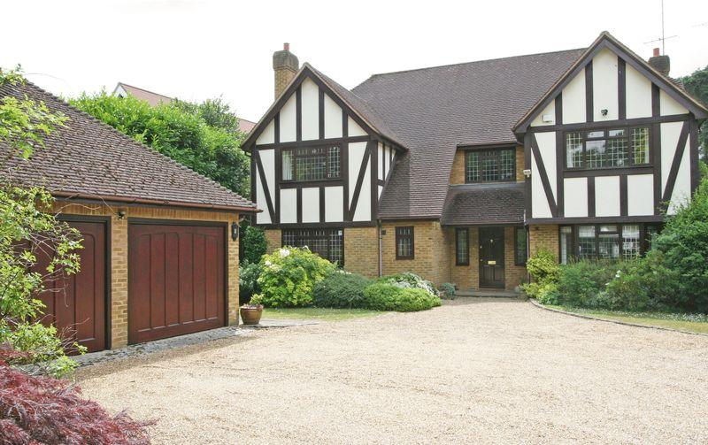 5 Bedrooms Detached House for sale in Grange Gardens, Farnham Common, Buckinghamshire SL2