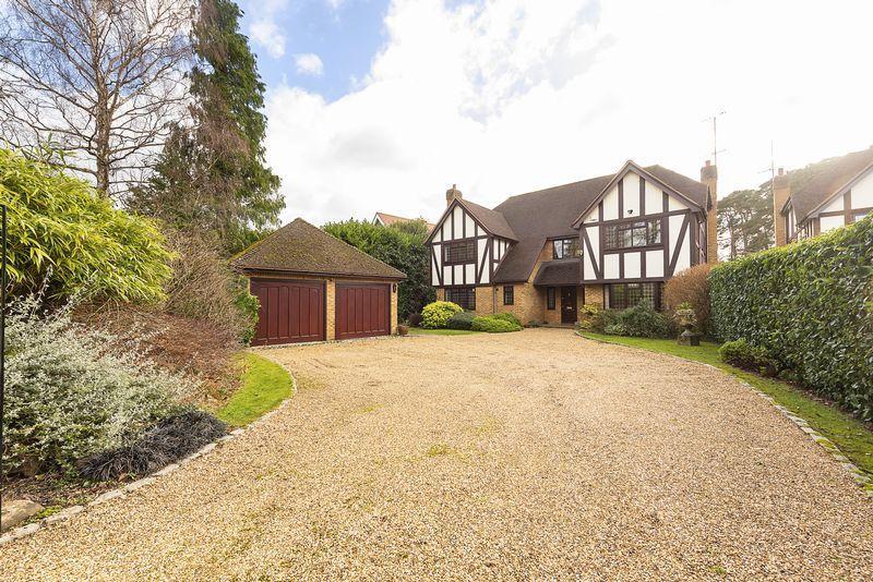 5 Bedrooms Detached House for sale in Grange Gardens, Farnham Common, Buckinghamshire SL2