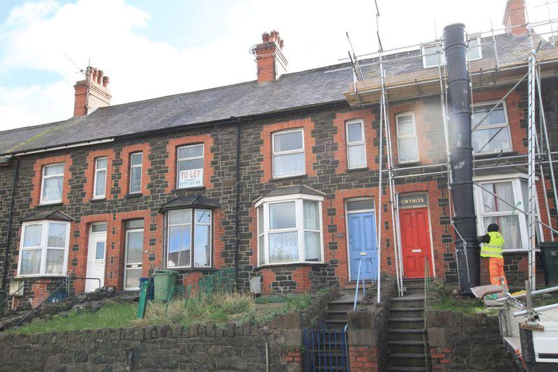 3 Bedrooms Terraced House for sale in Caernarfon Road, Bangor