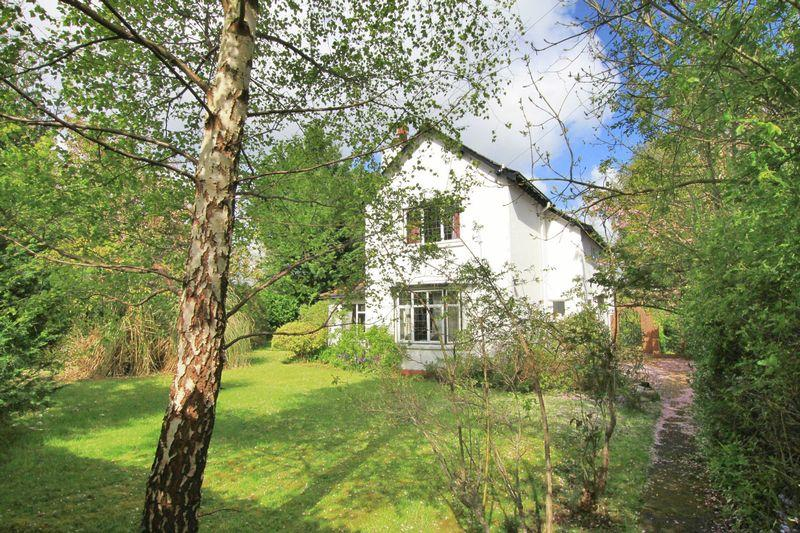 4 Bedrooms Detached House for sale in Siliwen Road, Bangor