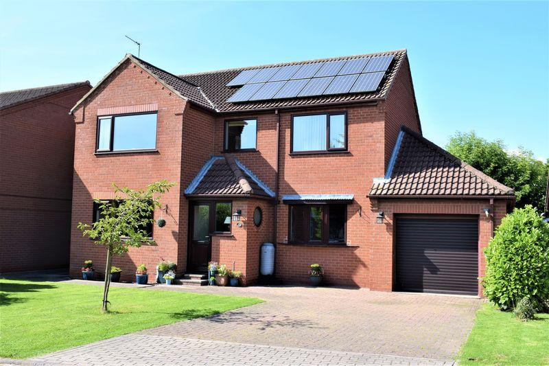 4 Bedrooms Detached House for sale in Hawthorn Close, Wootton