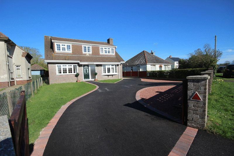 4 Bedrooms Detached House for sale in SOPLEY CHRISTCHURCH