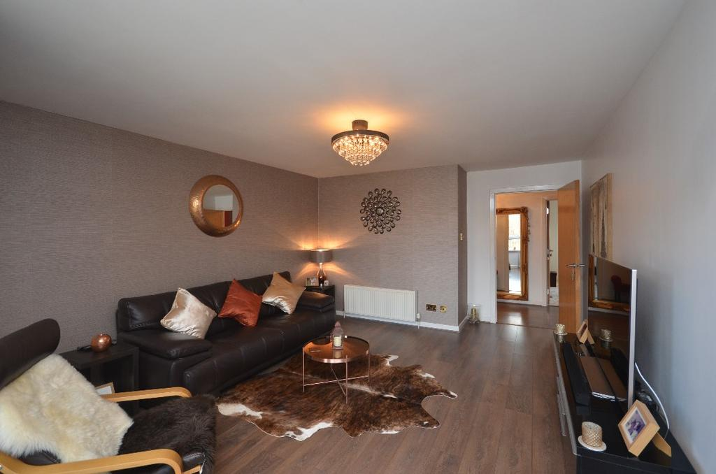 2 Bedrooms Flat for sale in Kilmarnock Road, Flat 3/3, Shawlands , Glasgow, G43 2XS