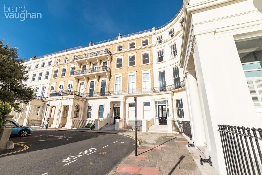 2 Bedrooms Flat for sale in Eastern Terrace, Brighton, BN2