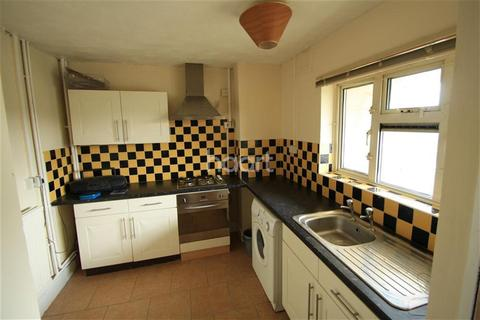 3 bedroom flat to rent - South Oval