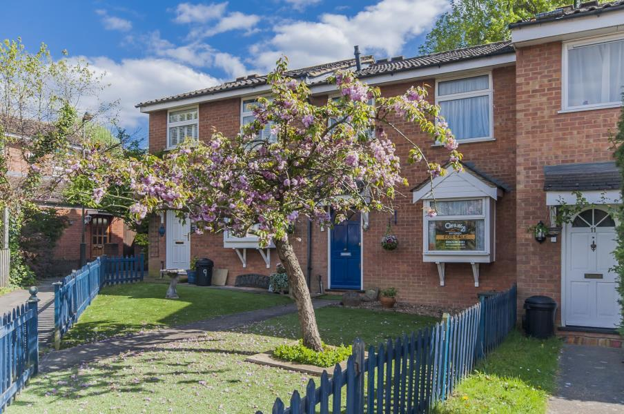 3 Bedrooms Terraced House for sale in Arundel Close