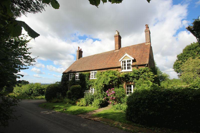 4 Bedrooms Detached House for sale in Oxenhoath Road, Hadlow
