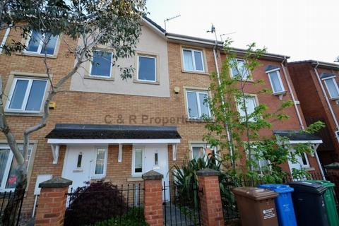 4 bedroom terraced house to rent - Sadler Court M15 5rp Hulme Manchester