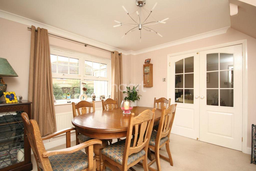 4 Bedrooms Detached House for sale in John Newington Close, Kennington, TN24 9SG