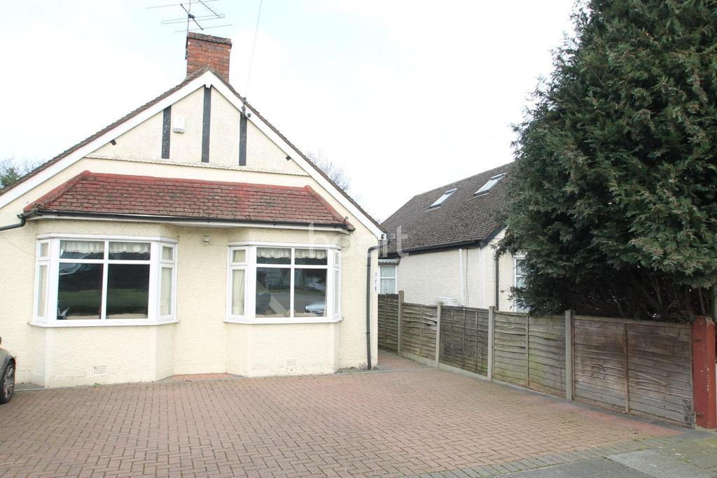 3 Bedrooms Bungalow for sale in Shepperton