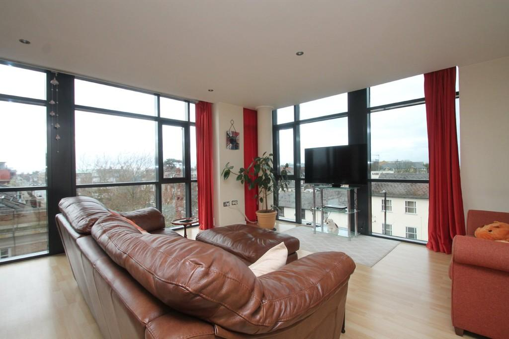 2 Bedrooms Apartment Flat for sale in Wells Crescent, Chelmsford