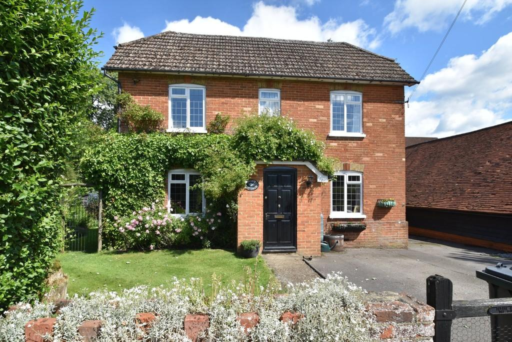 4 Bedrooms Detached House for sale in Wanborough, Guildford