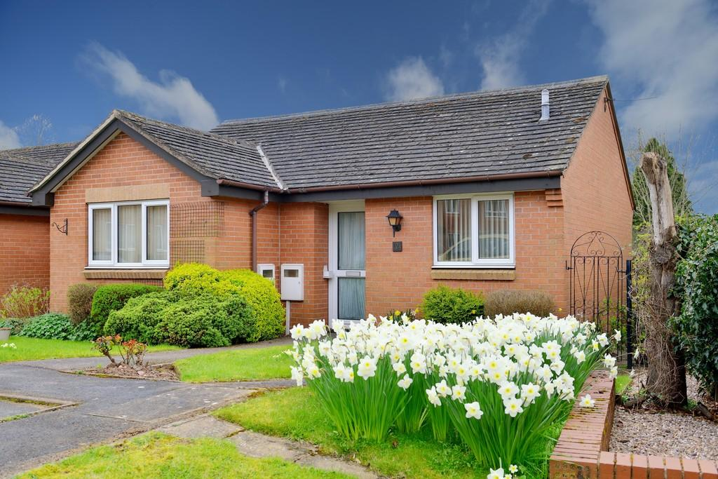 2 Bedrooms Detached Bungalow for sale in Ashdene Gardens, Kenilworth