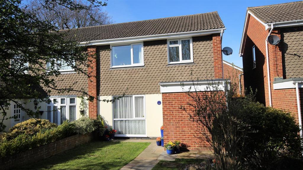 3 Bedrooms Semi Detached House for sale in 7 Oakdale Walk, Woodley, Reading