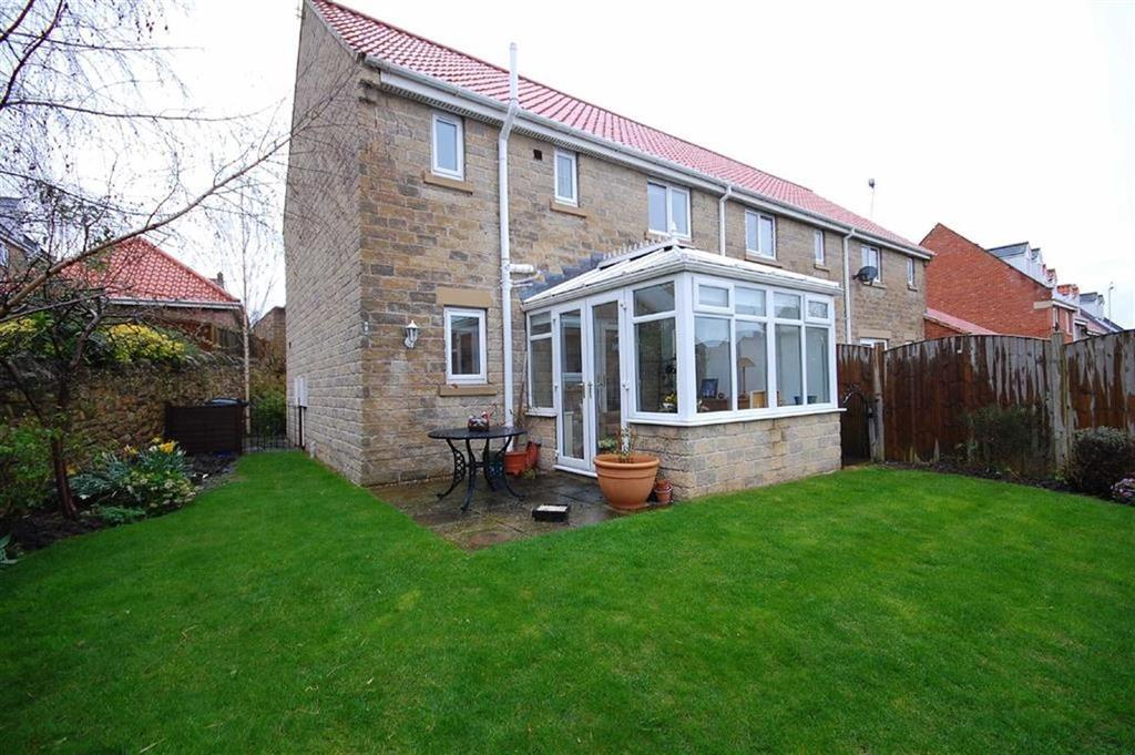 3 Bedrooms Town House for sale in Hall Garth Mews, Sherburn In Elmet, Leeds, LS25