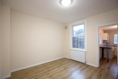 4 bedroom terraced house to rent - Morley Avenue, Woodgreen N22