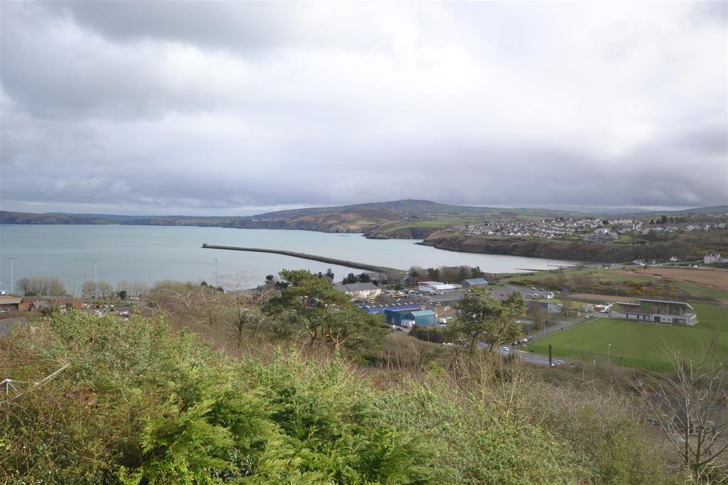 3 Bedrooms Detached House for sale in Goodwick