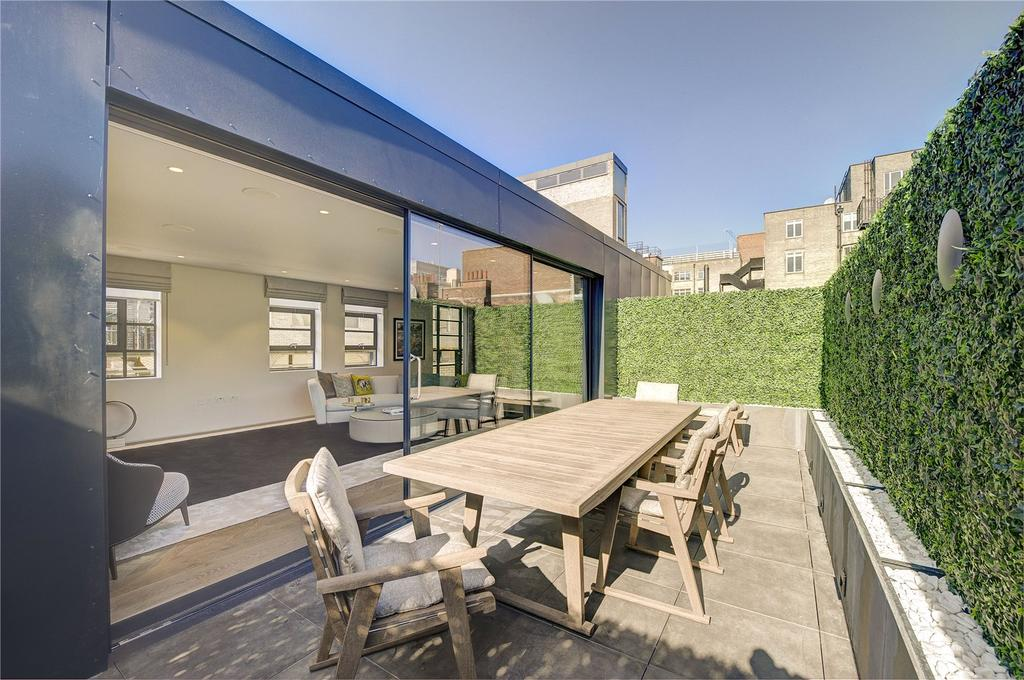 3 Bedrooms Mews House for sale in Royalty Mews, Soho, W1D