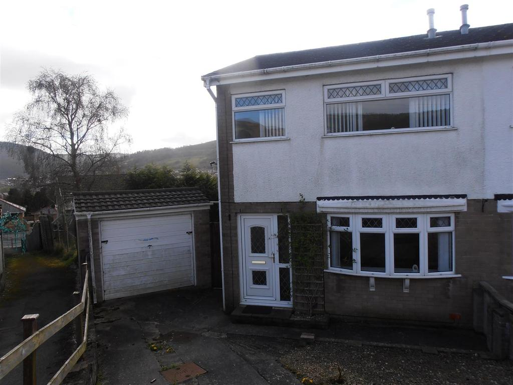 3 Bedrooms Semi Detached House for sale in Larkfield Avenue, Cwmbach, Aberdare