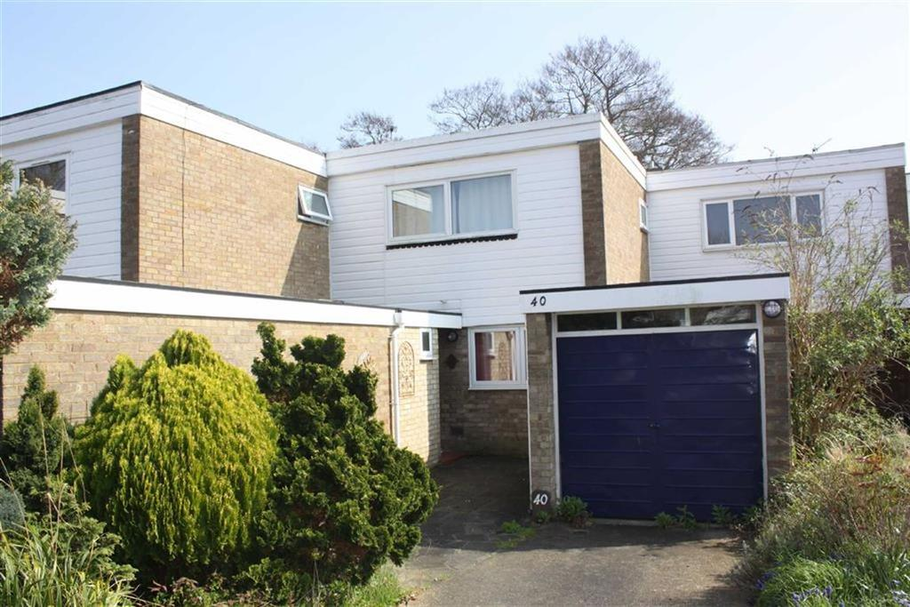 3 Bedrooms Terraced House for sale in Ferndown Avenue, Crofton