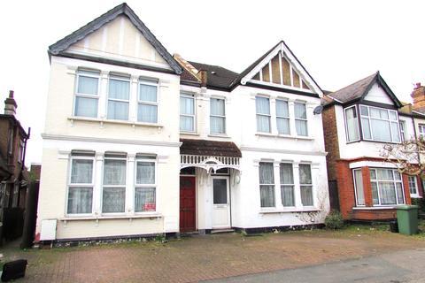 3 bedroom house share to rent - Montgomery Road, Edgware HA8