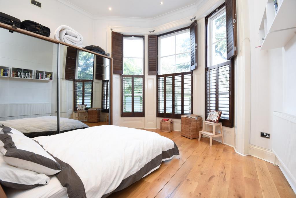1 Bedroom Flat for sale in St. Johns Park, London, SE3