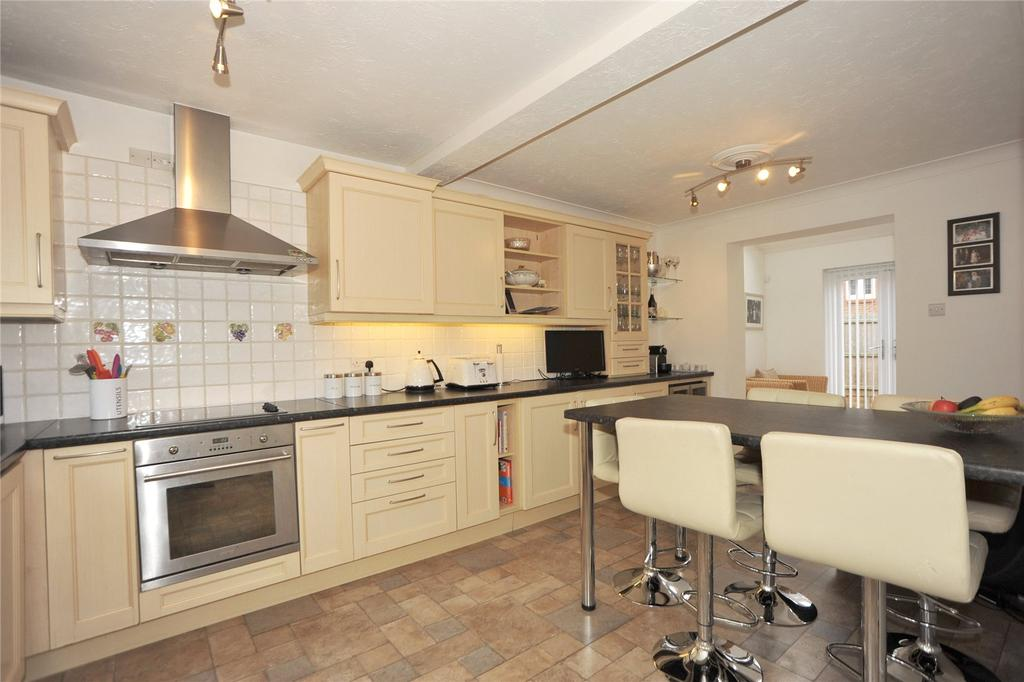 4 Bedrooms Detached House for sale in Waltham Close, Hutton, Brentwood, Essex, CM13