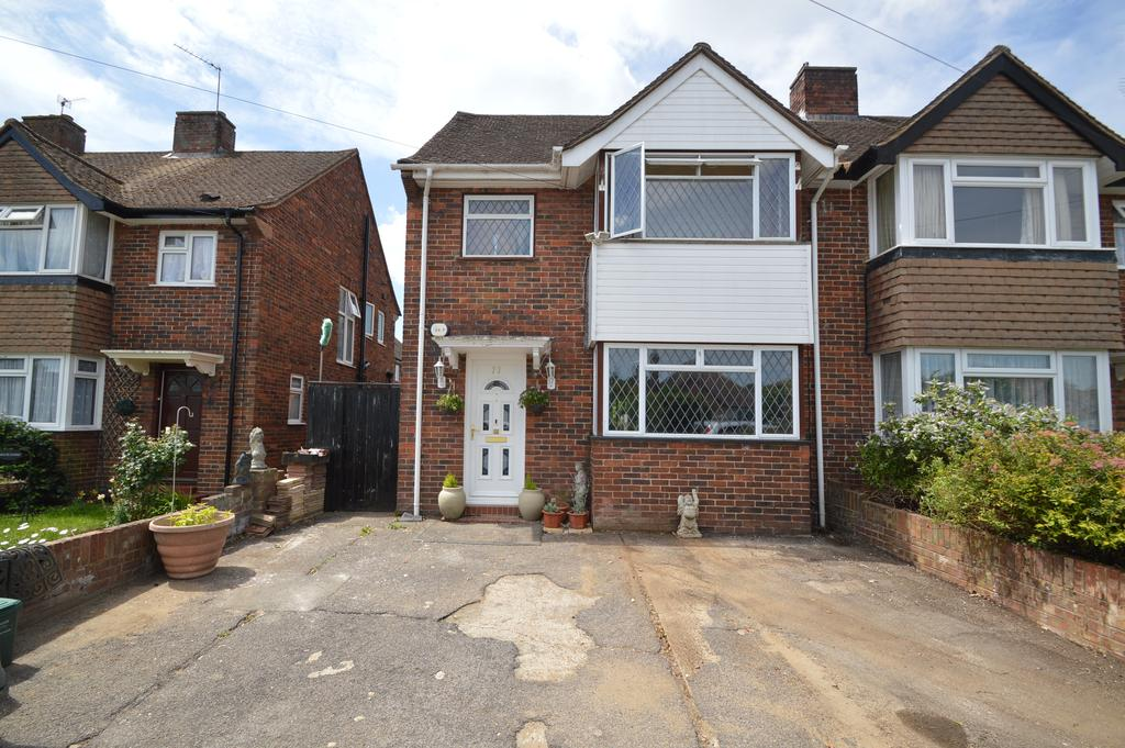 4 Bedrooms Semi Detached House for sale in Sunbury Lane, WALTON ON THAMES KT12