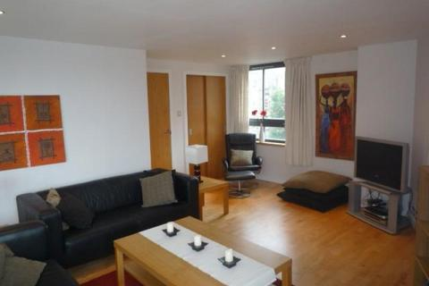 3 bedroom flat to rent - East London Street, New Town, EH7