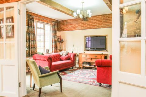 4 bedroom detached house for sale - Grand Drive , SW20