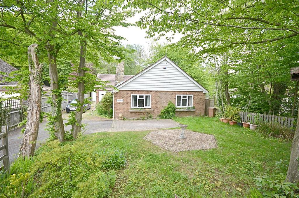 3 Bedrooms Bungalow for sale in Biddenden, Ashford