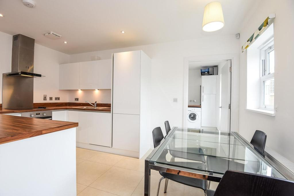 3 Bedrooms Mews House for sale in Heathfield Square, Earlsfield
