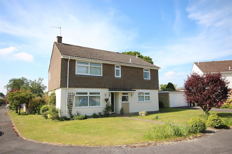 4 Bedrooms Detached House for sale in Greenhayes, Broadstone