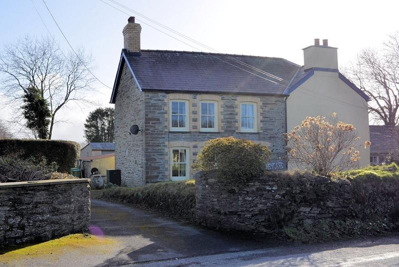 6 Bedrooms Detached House for sale in Plas y Coed , Beulah, Newcastle Emlyn, Ceredigion. SA38 9QB