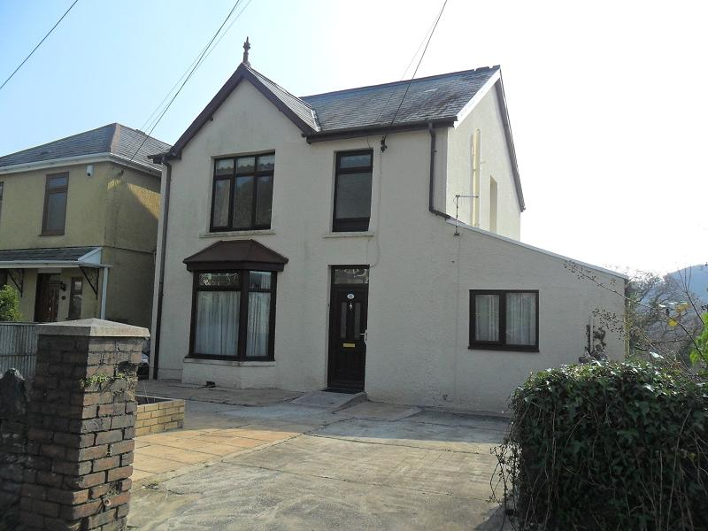 3 Bedrooms Detached House for sale in Brecon Road, Pontardawe, Swansea.