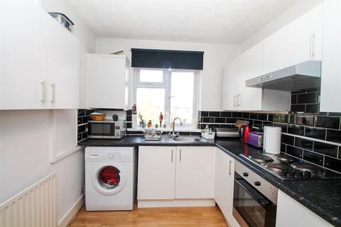 2 bedroom apartment to rent - Gosbrook Road, Caversham