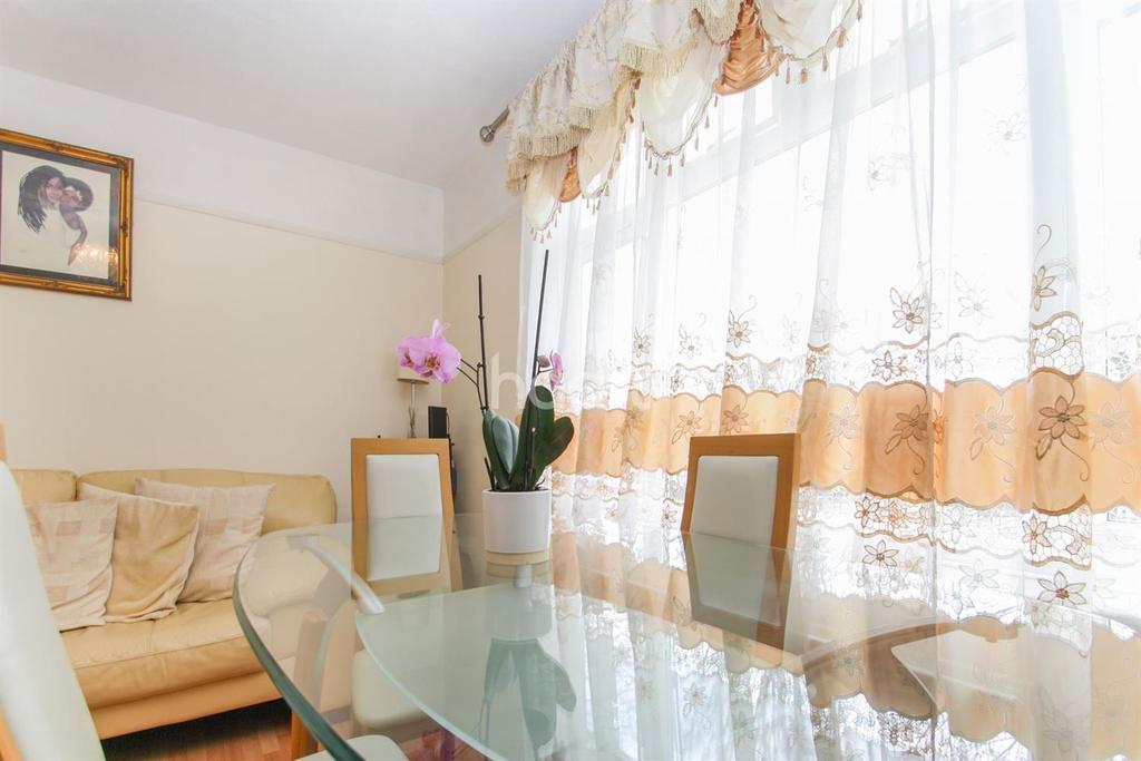 2 Bedrooms Flat for sale in Greenford