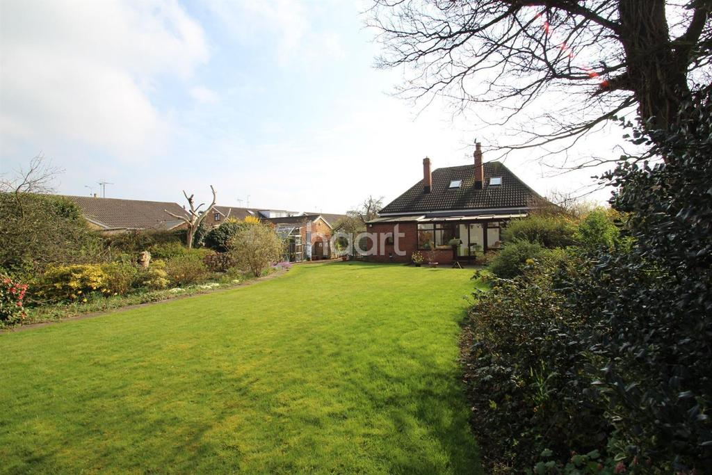 5 Bedrooms Bungalow for sale in Stainforth Road, Barnby Dun