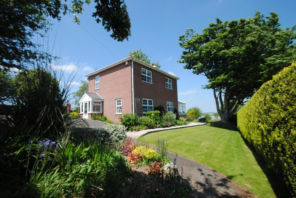 3 Bedrooms Detached House for sale in Stoke Climsland, Callington