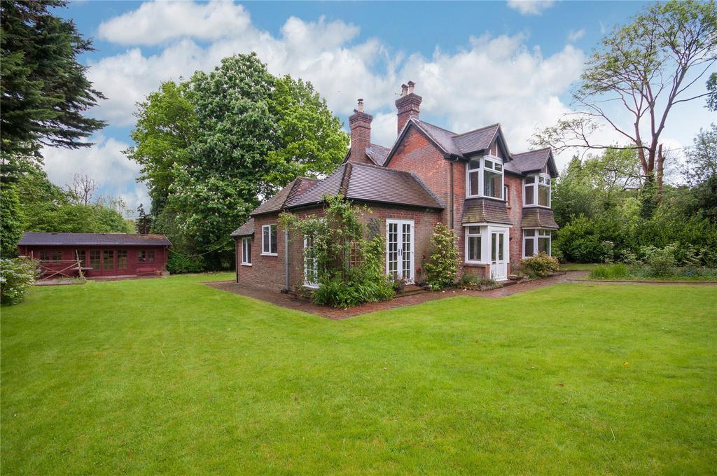 4 Bedrooms Detached House for sale in Oaks Lane, Mid Holmwood, Dorking, Surrey, RH5