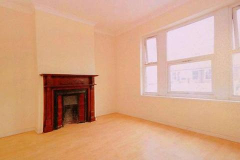 4 bedroom house share to rent - Broadway, West Ealing