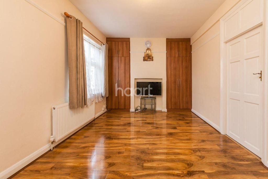 2 Bedrooms Flat for sale in Two Bedroom Maisonette