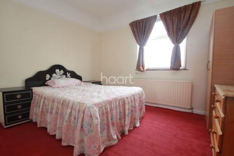 3 bedroom semi-detached house for sale - Lyne Crescent