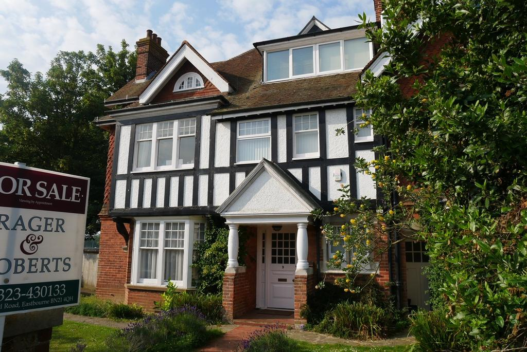 6 Bedrooms Semi Detached House for sale in Saffrons Road, Eastbourne, BN21