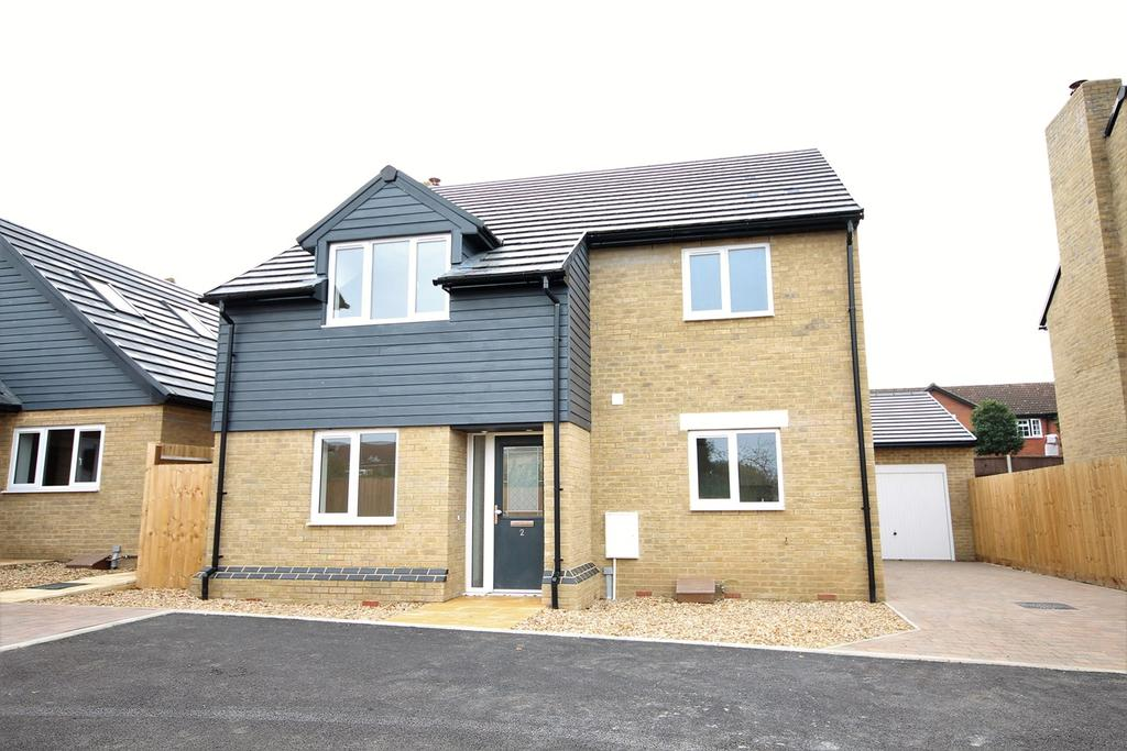 3 Bedrooms Detached House for sale in Beacon Close, Shefford, Shefford, SG17